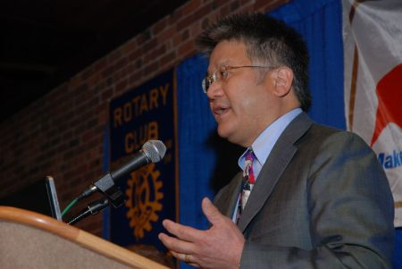 "Dr. Brian Wong, The Bedside Project, at Rotary Club of Columbus, Ga (Photo courtesy"" Jim Cawthorne, Cmaera 1)"